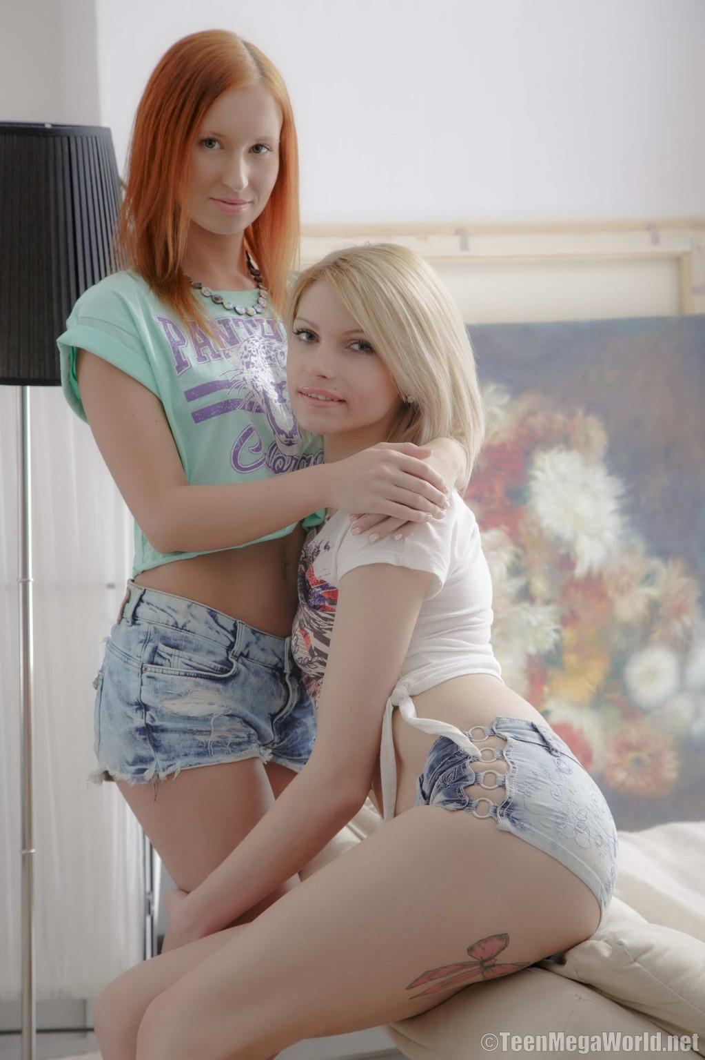 Голые лесбиянки с плоской грудью