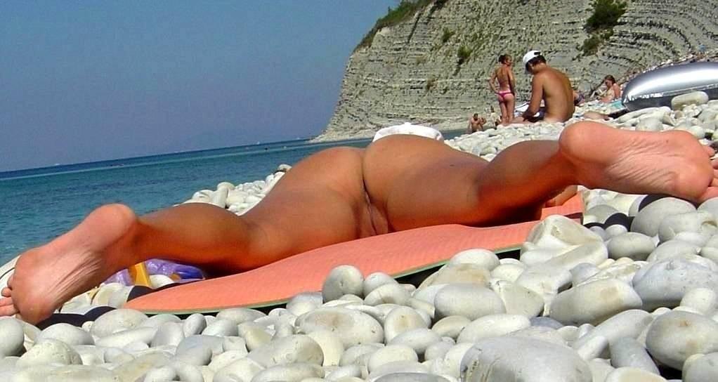 Девушки без трусиков на пляже скрытая камера, большие попы с негром