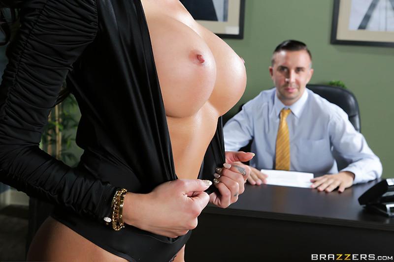 Интервью секс сиськи