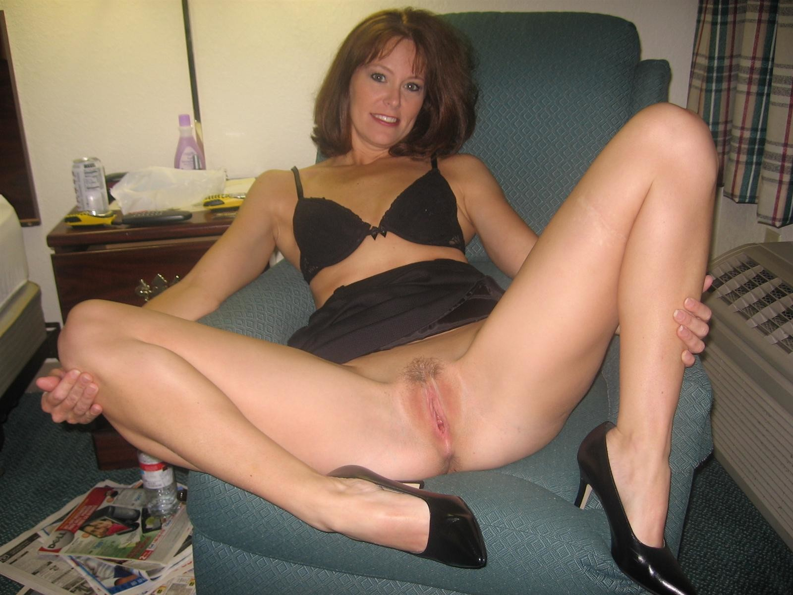 Hot naked amuter moms — pic 1