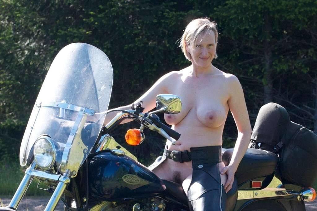 Amateur biker chick big boobs