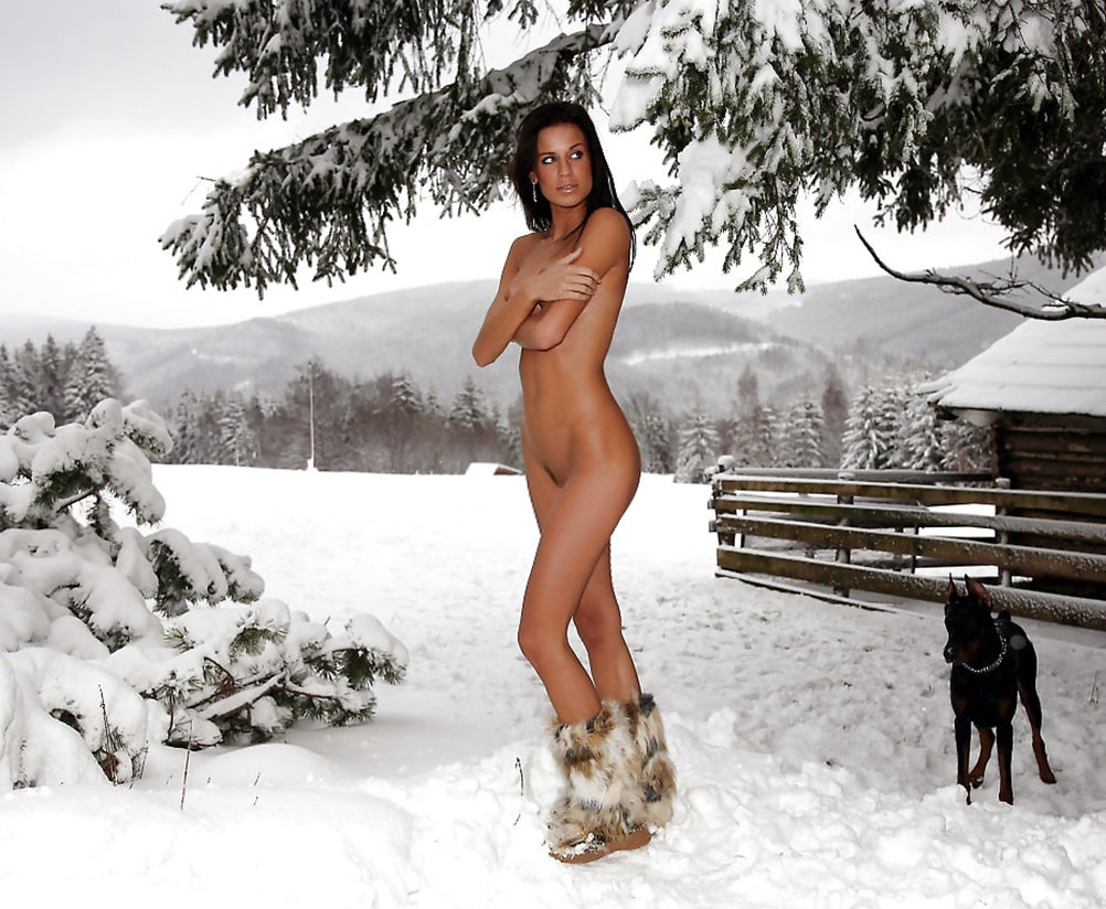 naked-hot-women-in-winter