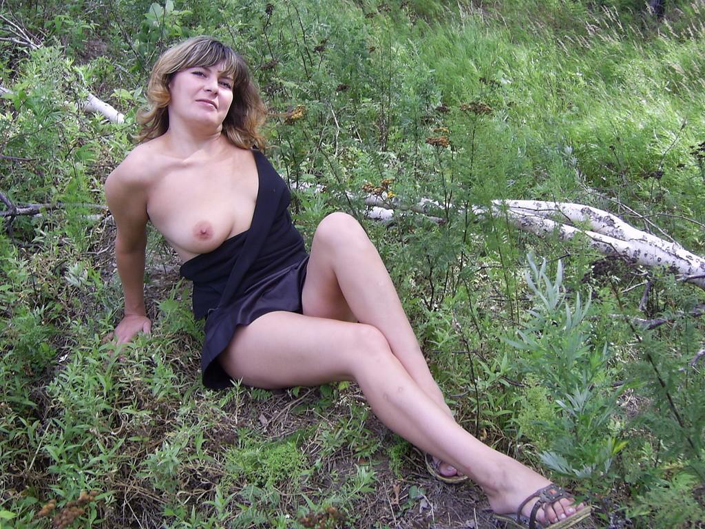 pizda-igrushki-chastnoe-foto-golih-russkih-zhen-na-prirode-viebal-gimnastku-dumala