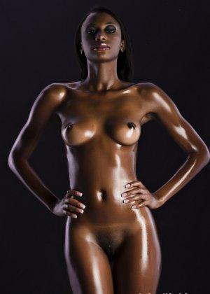 Сексуальная голая негритянка