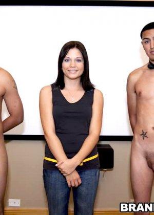 Brandi Belle мастурбирует с подружками и сосут у парня