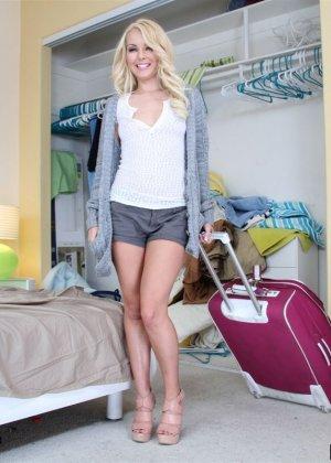 Блондинка Aaliyah Love приехала с отпуска и сразу дала мужу на кровати