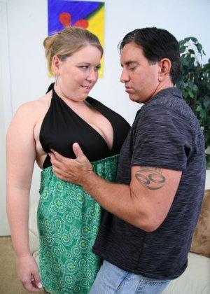 Кончил на жирный живот женщины