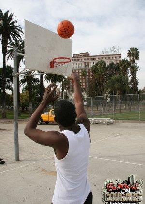 Пухлая блондинка Dana Hayes перепихнулась с черным баскетболистом
