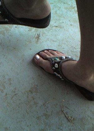 В шлепанцах ноги грязные — 8