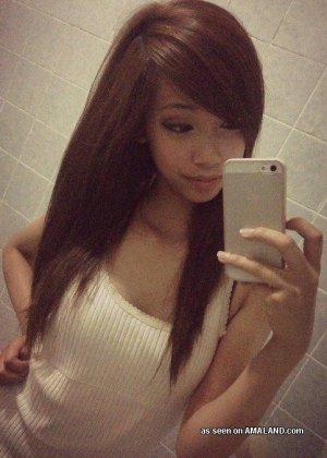 Селфи милой сексуальной азиатки