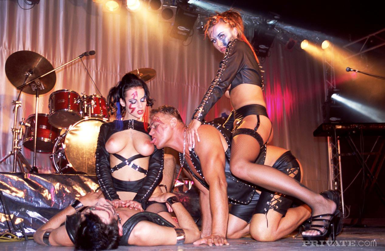 foto-porno-muzikalnih-grupp-zrelie-prostitutki-ufi-s-proverennimi-fotkami
