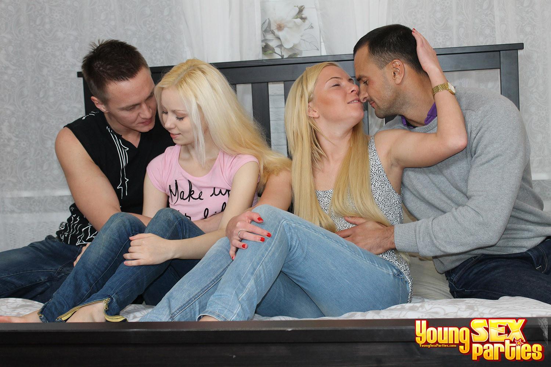 Парни поменялись подружками блондинками