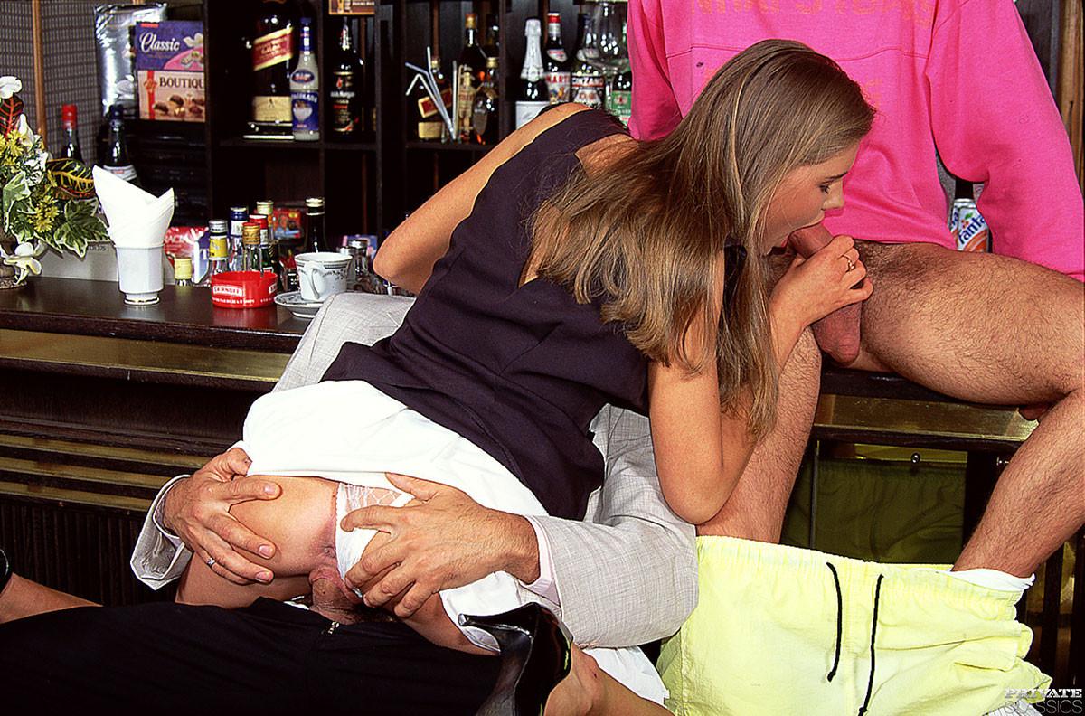 секс за барной стойкой