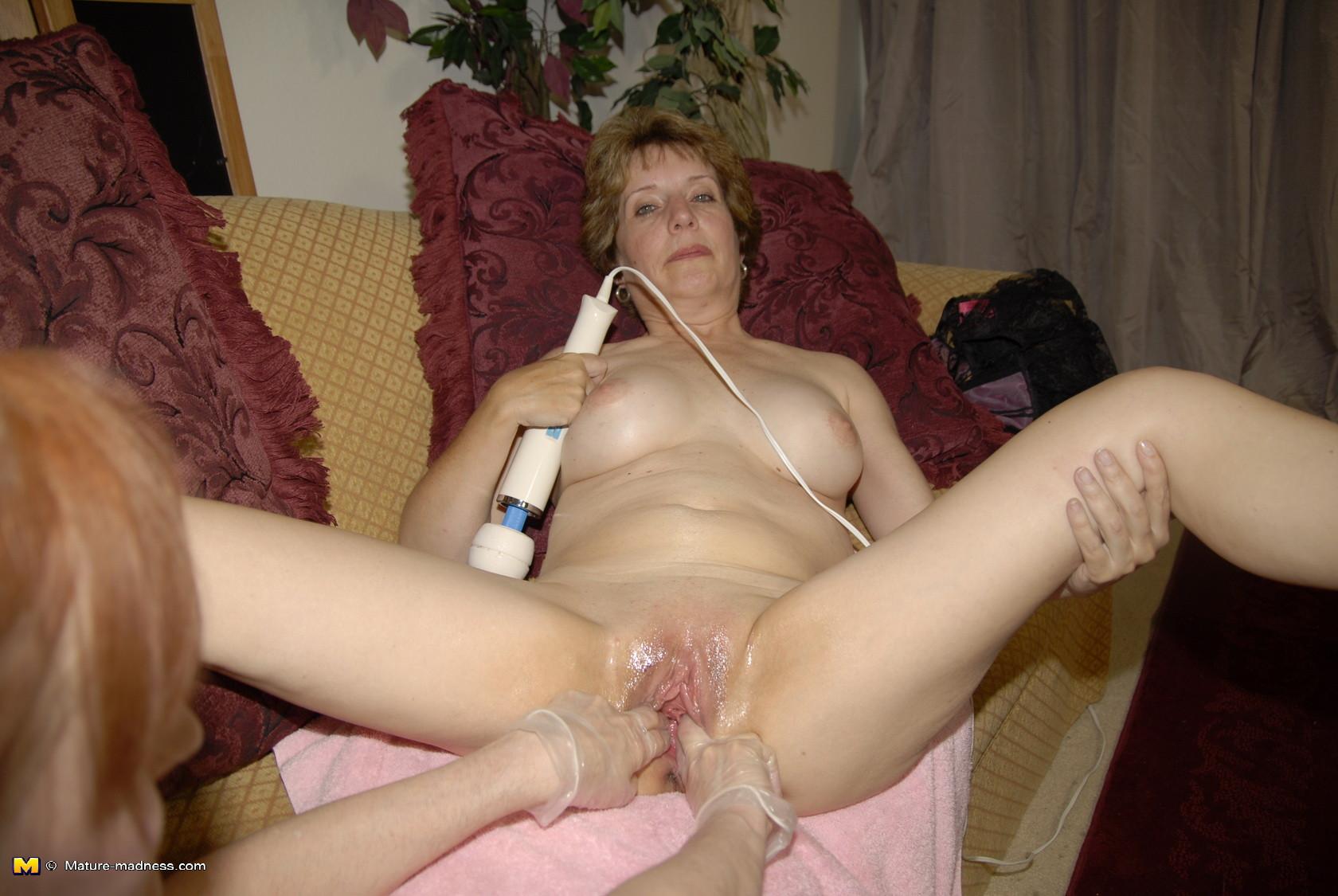 igri-seksualnie-chastniy-fisting-zreloy-kachestvennoe-foto-poshla-popisat