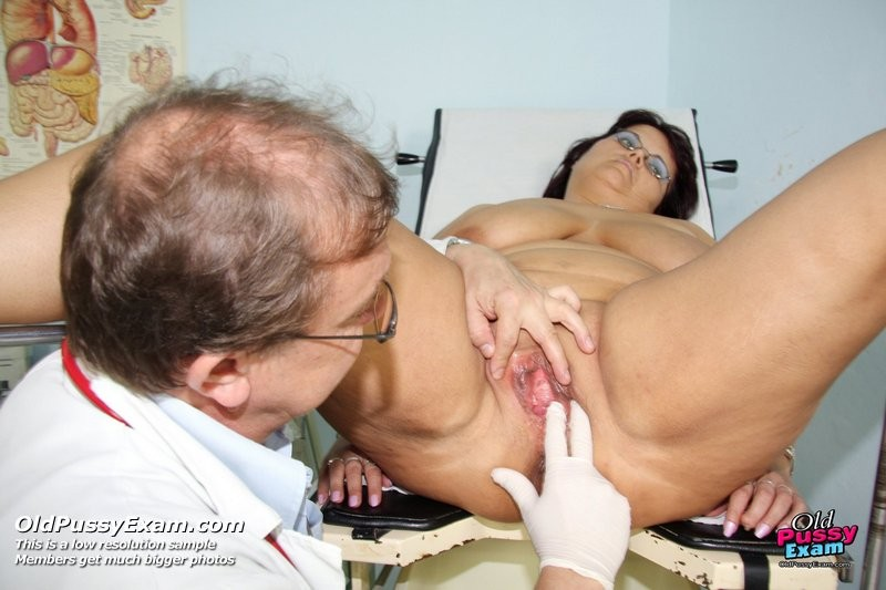 порно зрелая женщина у врача сексолога - 8