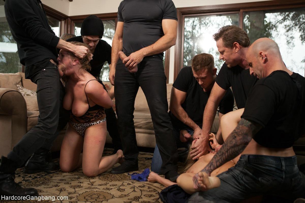 Порно бдсм жену отдал друзьям для ебли толпой