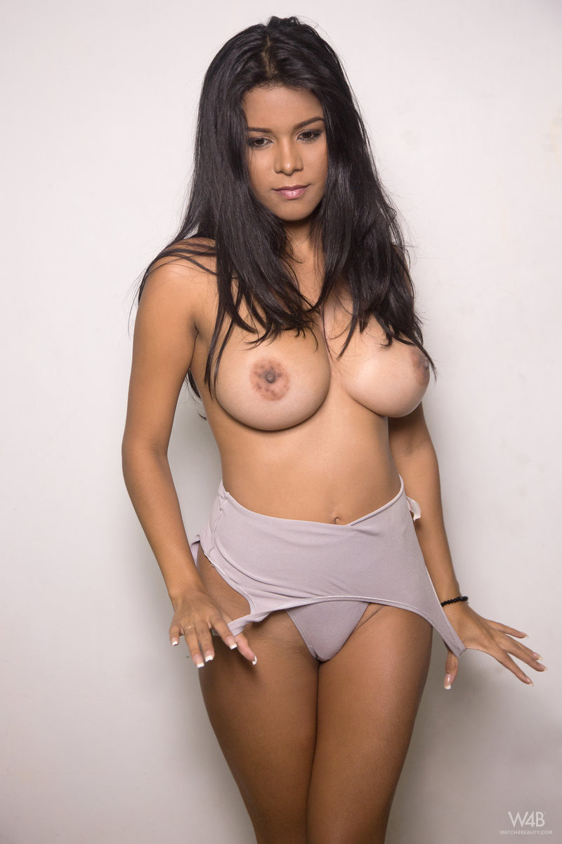 free-galleries-of-sexy-latina-celebrities-virgin-girl-using-dildo
