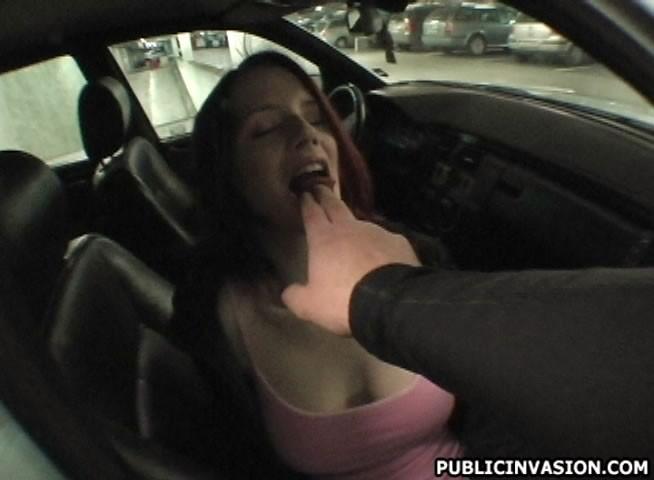 Трахнул подружку на парковке