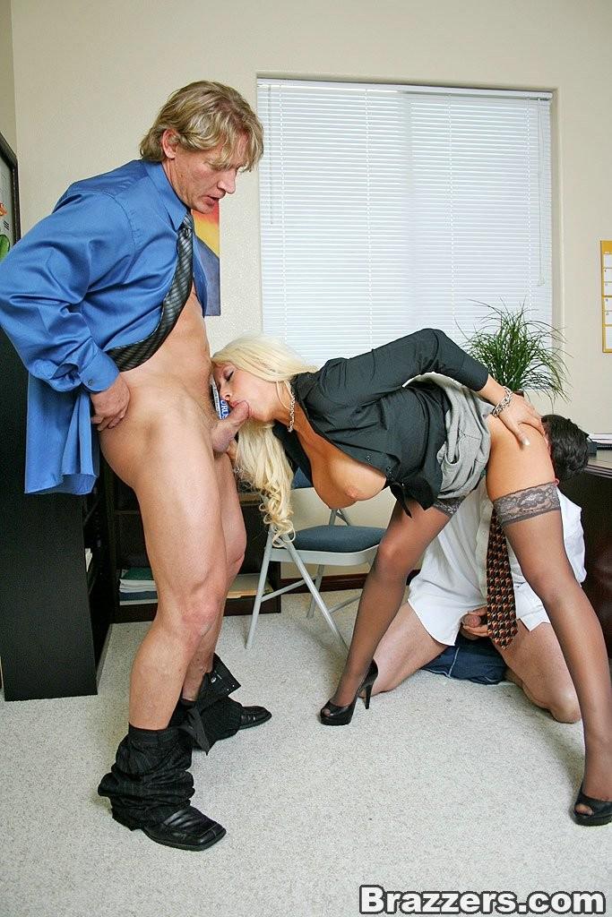Порно сюжетом смотреть групповое порно в офисе с боссом девушка хвастается