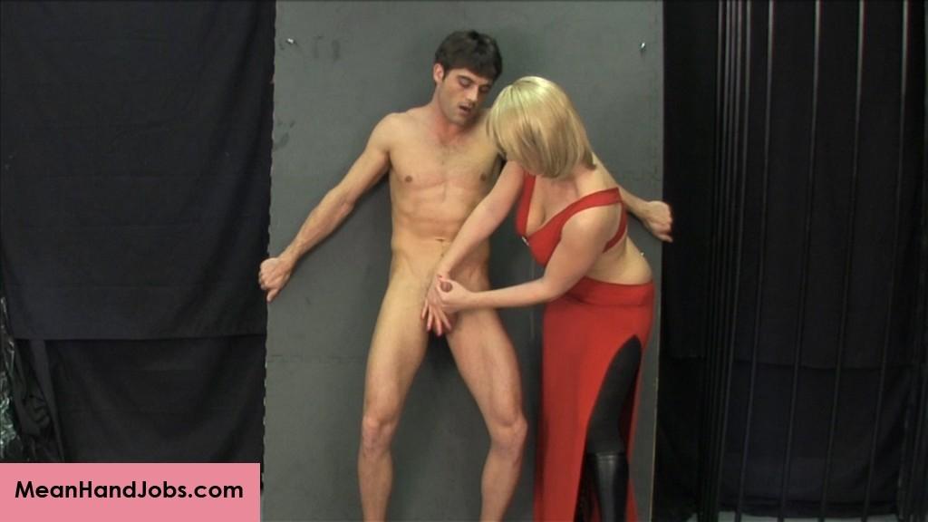 Сек женщина в красном дрочит парню окна фото