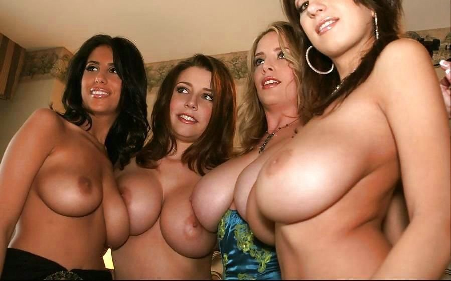 Толпы голых девок