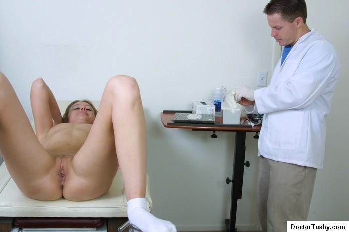 molodoy-medik-podglyadivaet-seks-video