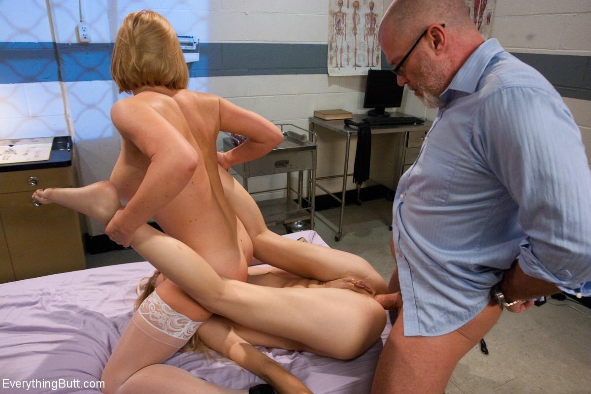 Сисек под врач мастурбирует жестко ебет
