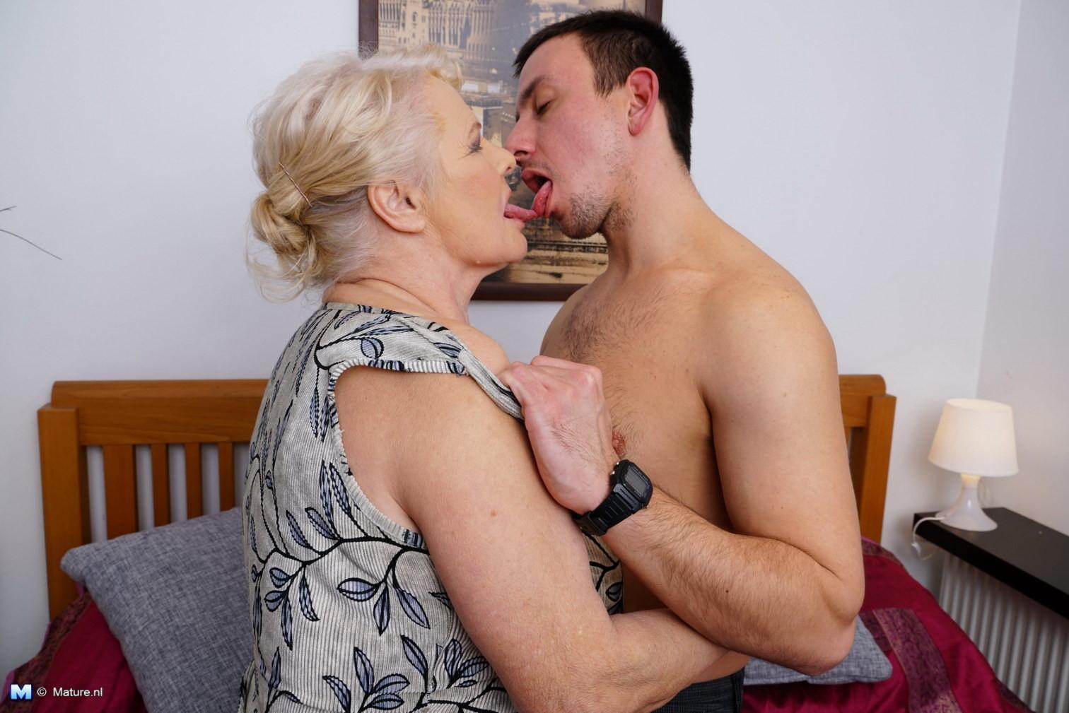 Старые леди с молодыми — pic 12
