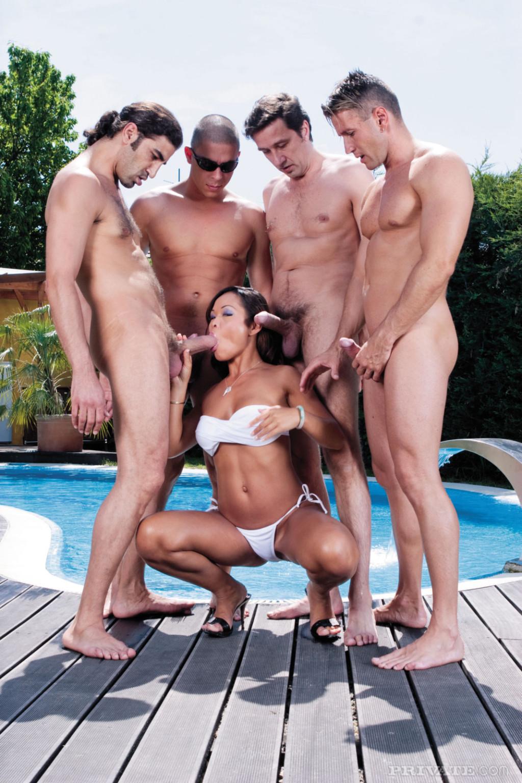 Порно видео мужики трахают телочку в бассейне #10