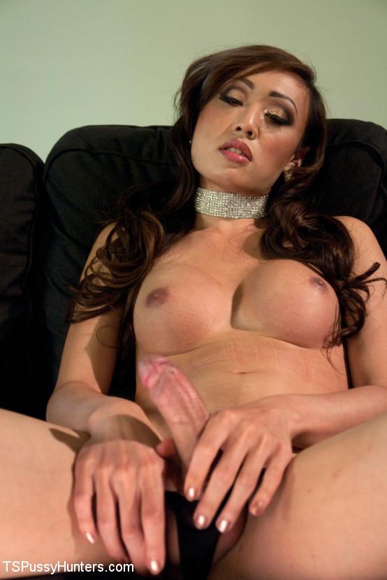 Женщина переспала с трансом
