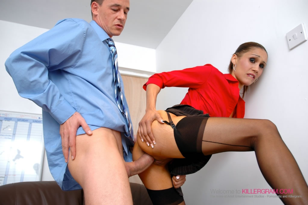 Захотел в юбке девушку порно, порно реклама без цензуры