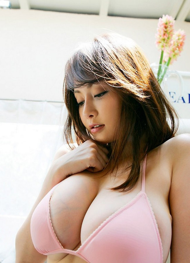 big-tits-japanese-girl-naked-in-bakery