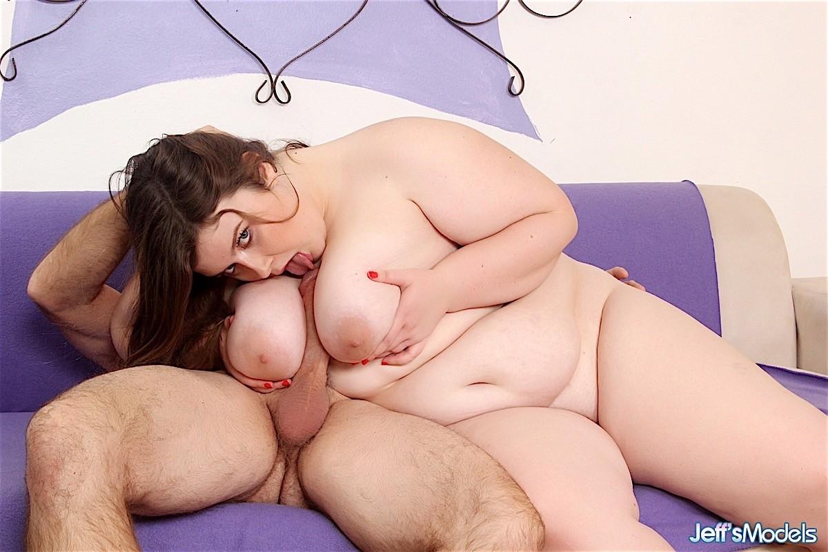Секс с очень толстой молодой особой