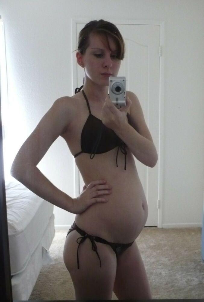 Беременные подружки и жены показывают свои пезды