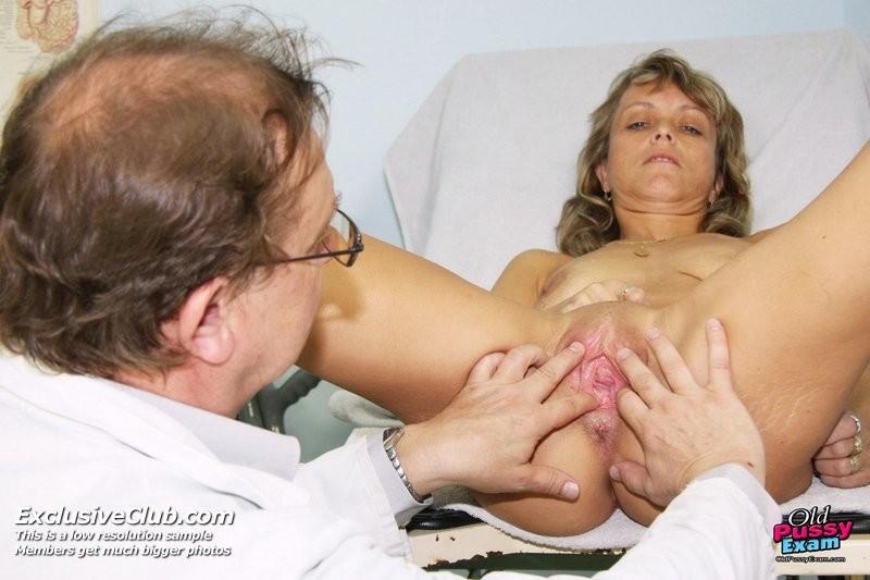 пожилого у секс гинеколога осмотр