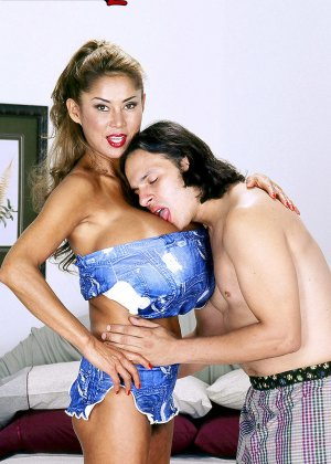 Большая грудь кореянки Минка