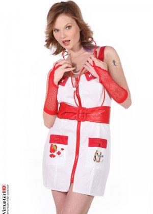 Строптивая медсестра с большими сиськами
