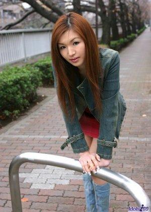Молодая японка Маи Ханано в бикини