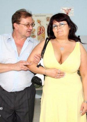 Толстая зрелая женщина у гинеколога