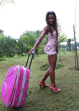 Сексуальная бразильянка порется в очко