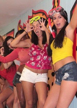 Секс на пенной вечеринке