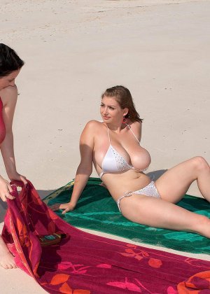 Лесби На Пляже Фото