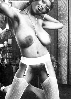 Винтажные эро фото темнокожей сисястой женщины с мохнатым лобком