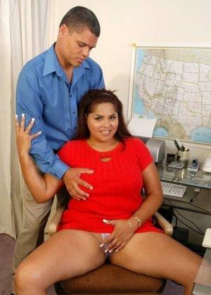Жирная латинская секретарша с большими сиськами