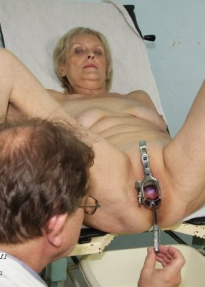 лесбиянка у старушки гинеколога