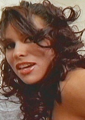 Латинская порнозвезда Росанна трахается в анус