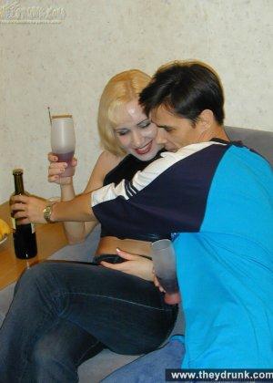 Пьяная блондинка пизде не хозяйке