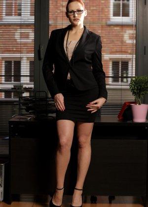 Такую секретаршу не выебать нельзя