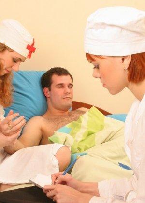 Две медсестры пососали хуй пациенту