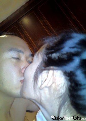 Молодая китайская подружка с волосатой пиздой